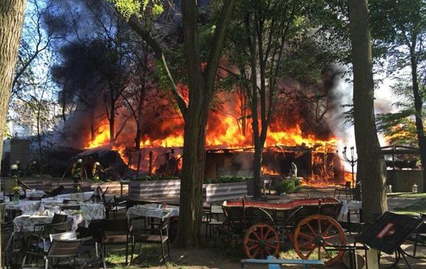 В Одесі виникла масштабна пожежа в кафе