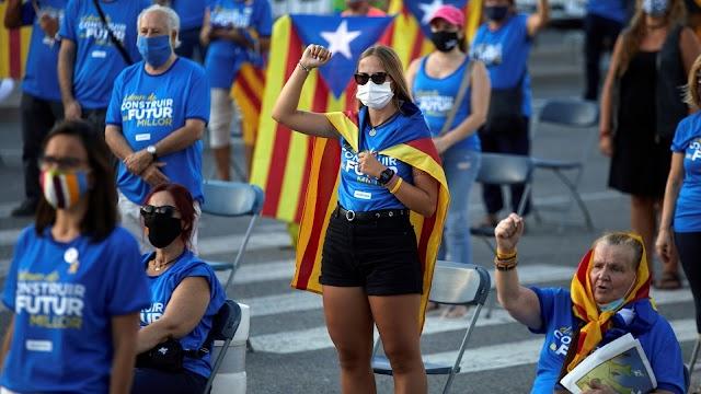 Mintegy 60 ezren vettek részt a katalán nemzeti ünnepre szervezett függetlenségpárti eseményeken
