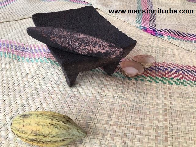 Metate utensilio para elaborar Chocolate Artesanal en México
