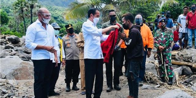 Jokowi Kasih Jaket Setelah Risma Marah Ke Relawan, PKS: Tangani Bencana Tak Cukup Dengan Pencitraan