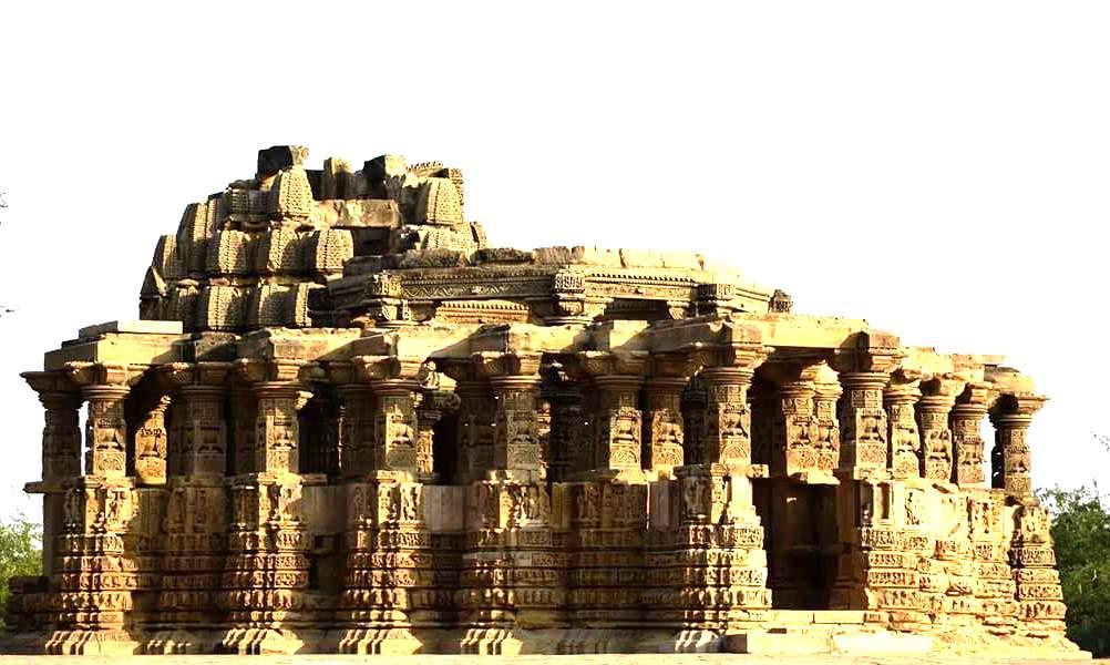 एक मंदिर जहां लोग पत्थर के बन जाते है । A temple where people become stone