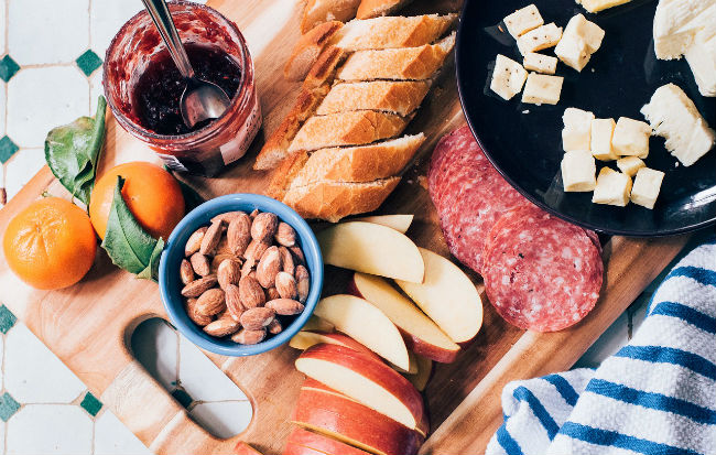 Una ricca e sana colazione comprende anche cibi proteici