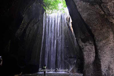 Dalam rongga gua mengair Air Terjun Tukad Cepung - Backpacker Manyar