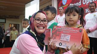 Disdukcapil Kota Cirebon Bagikan Ribuan KIA