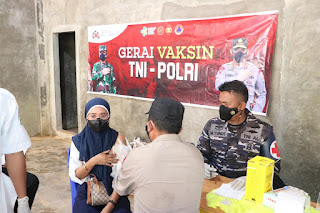 Polres Lingga Bersama TNI Buka Gerai Vaksin TNI-POLRI di Kelurahan Pancur