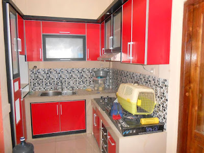 Kitchen set dengan pemilihan warna cerah