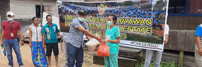 Karyawan PT HHK-SJE Peduli COVID-19 Bagi Ratusan Sembako
