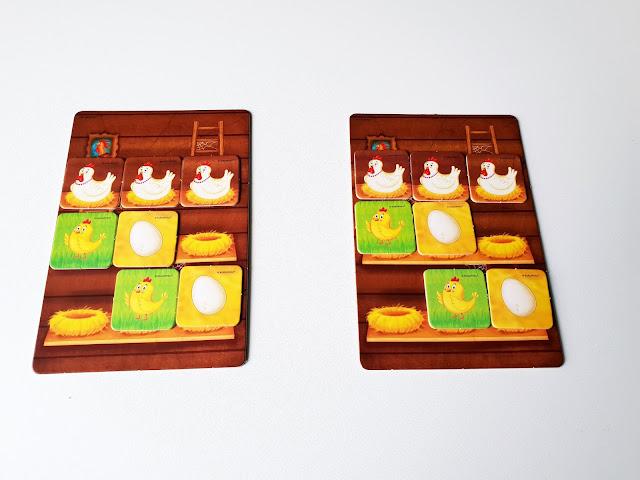 na zdjęciu dwie planszetki a na nich kafle z jajkami, kurczakami i kurami