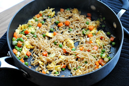 Ramen Vegetable Stir Fry- Ramen can be used to make a healthy filling dish, if you know how to use it! Here's how to make a delicious ramen vegetable stir fry! | easy recipe, dinner, lunch, noodles, pasta, inexpensive, frugal, cooking, stovetop, meal ideas, quick dish, veggies, vegetarian
