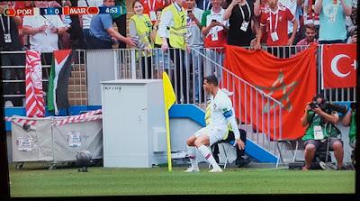 http://www.spiegel.de/sport/fussball/ard-und-zdf-bei-der-wm-wenn-du-ronaldo-siehst-greif-ihn-ab-a-1213412.html