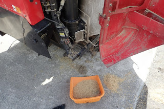 ヤンマーコンバインのオーガと籾タンクの掃除