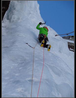 Escalando en hielo en Canal Roya
