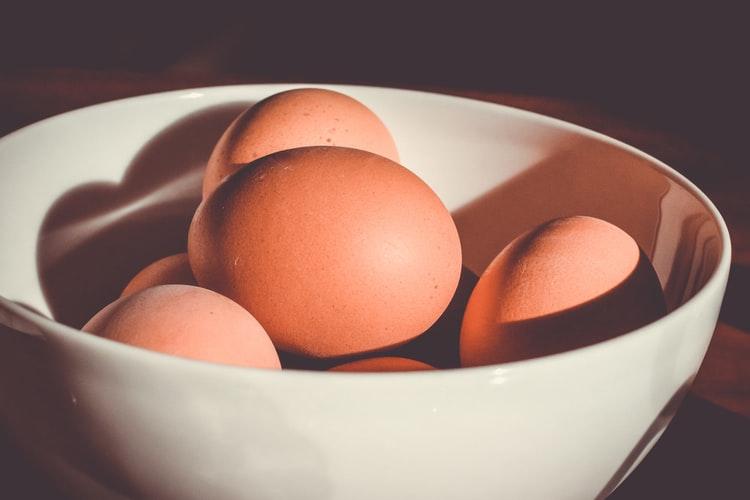 putih telur untuk Merawat Kulit Wajah