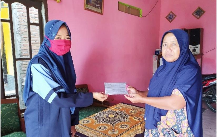 Cegah Covid-19, Mahasiswa KKN UIN Walisongo Bagikan Masker Gratis