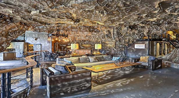 A magnificent cave lodging, The Beckham Creek Cave is spread over 6000 square-feet and contains 4 bedrooms with attached baths with a complete kitchen, several chairs and couches and 75 inches television. A lot of space is there to get together and even you can spend some lonely time in private areas.