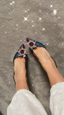 Ilary Blasi scarpe con il fiore sopra