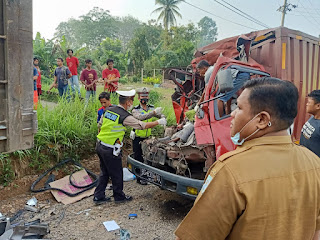 Diduga Sopir Mengantuk , 2 Orang Tewas Lakalantas Mobil Box dan Fuso