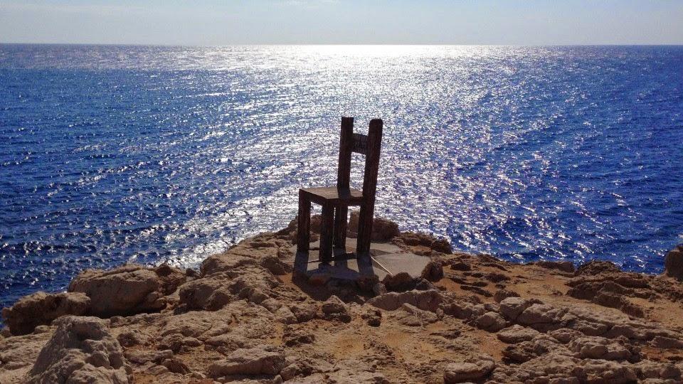 Η περιβόητη καρέκλα που κατασκεύασαν οι Ρώσοι επιστήμονες που κατοικούν στη Γαύδο τα τελευταία 17 χρόνια.