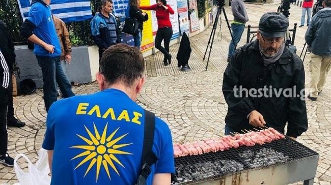 Ξεκίνησε το μπάρμπεκιου διαμαρτυρίας κατά της μονιμοποίησης των αλλοδαπών στα Διαβατά (φώτο-βίντεο)