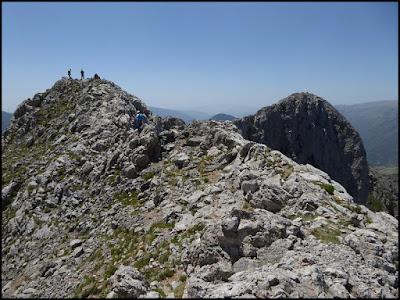 Pedraforca, dos montañeros en el Calderer