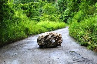 Resultado de imagem para pedra no caminho