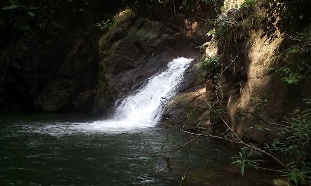 การเที่ยวน้ำตกเขาช่องลม แบ่งเป็นคือ 2 ช่วง คือ ช่วงน้ำลง และช่วงน้ำขึ้น