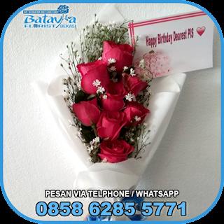 toko-bunga-tangan-bekasi-karangan-bunga-tangan-hand-bouquet-buket-wisuda-pengantin-pernikahan-mawar-matahari-di-bekasi-04