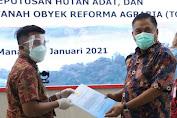 Gubernur Serahkan SK Hutan Tora, Hutan Sosial, Hutan Adat