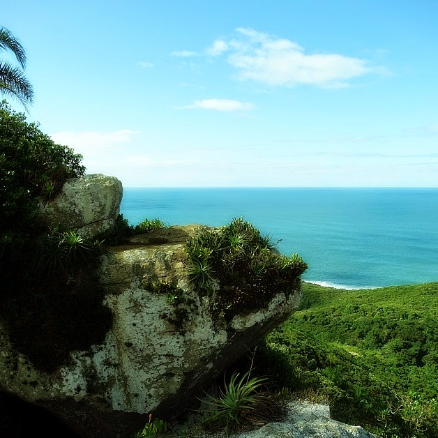 Vista da Pedra do Urubu, no Morro do Urubu, Praia da Guarda do Embaú, em Palhoça.