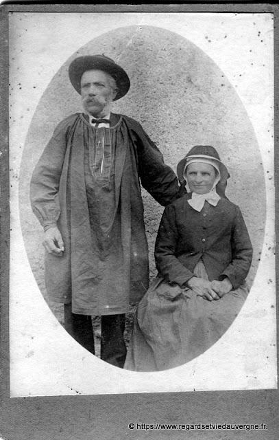 Couple de paysans Auvergnats du Bourbonnais.