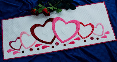 Love Abounds table runner by QuiltFabrication