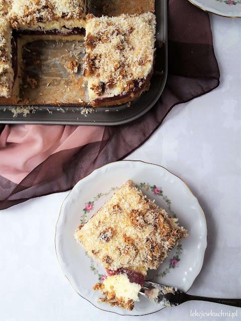 Ciasto Ofelia z wiśniami z kompotu i budyniem przepis
