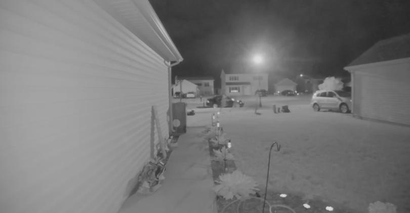 polisi memasang kamera dan pelacak infra merah