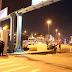 Δείτε σε βίντεο τη στιγμή που περίπου 100 οπαδοί της ΑΕΚ δέχθηκαν επίθεση, ενώ βρίσκονταν στο λιμάνι του Πειραιά