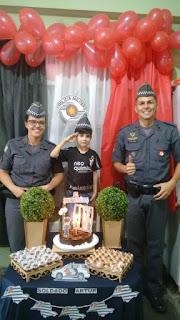 POLICIAIS DE MIRACATU FAZEM SURPRESA PARA CRIANÇA E PARTICIPAM DE FESTA DE ANIVERSÁRIO