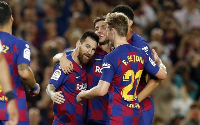 Jugadores Barcelona juegan para Messi