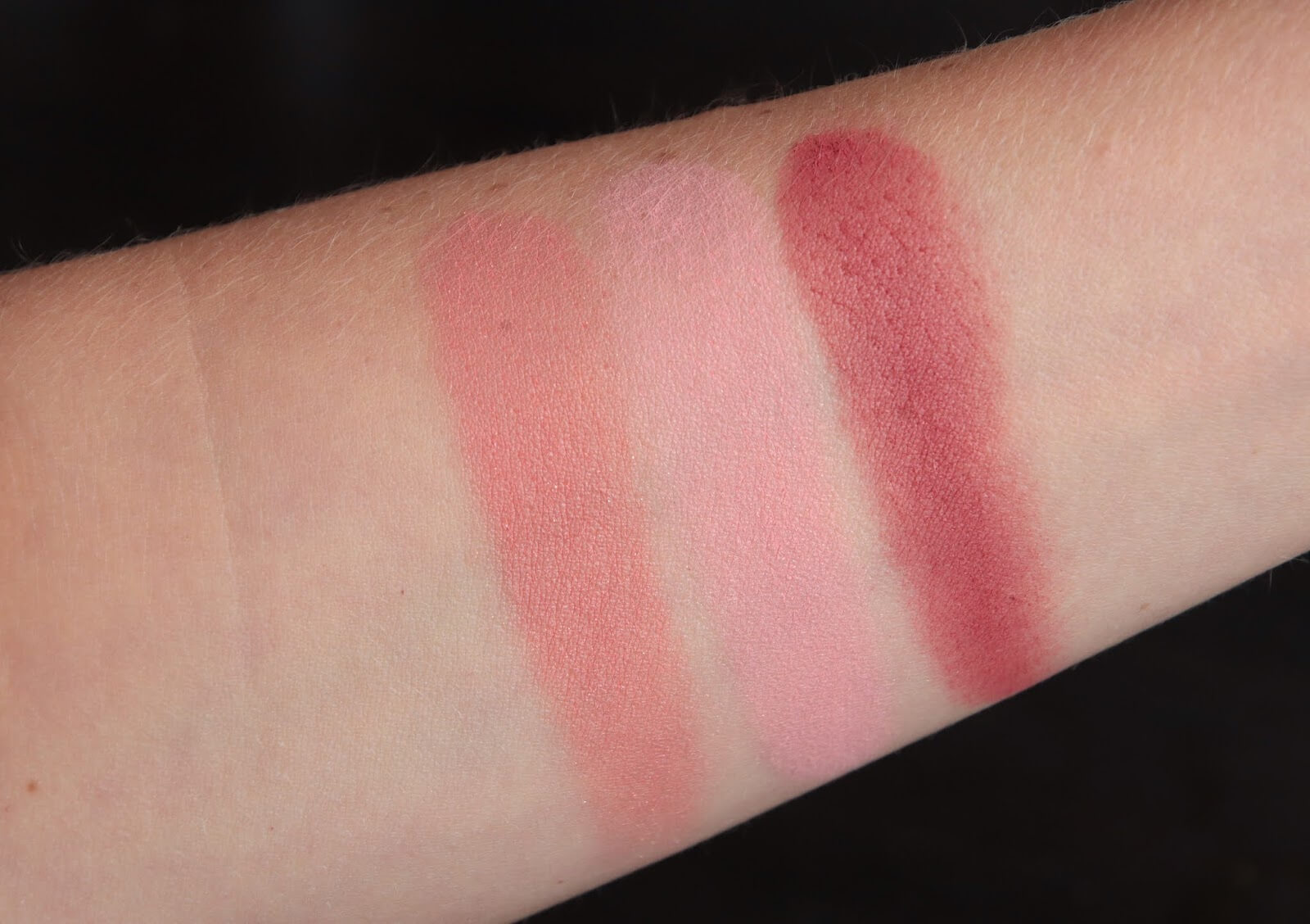 Chanel Joues Contraste Blush 71 Malice 320 Rouge Profond 72 Rose Initial swatch
