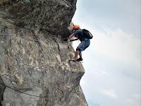 Pengalaman Sensasi Adrenalin Mendaki dan Menjejak Tebing Gunung Parang