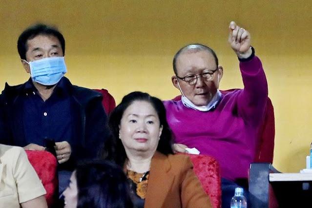 Ông Park mong ước gì khi cách ly y tế cùng các trợ lý tuyển Việt Nam?