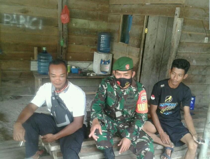 Babinsa Desa Tapau Lakukan Komsos Sampaikan Ke Masyarakat TNI AD Buka Penerimaan Golongan Catam-PK