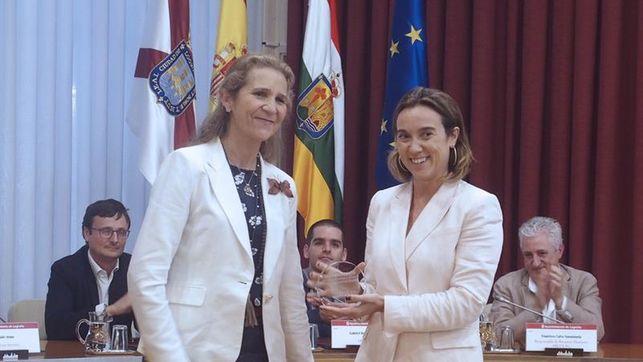 Elena de Borbón,  Infanta de España - Página 23 Infanta-Elena-entrega-entidades-riojanas_EDIIMA20170927_0742_4