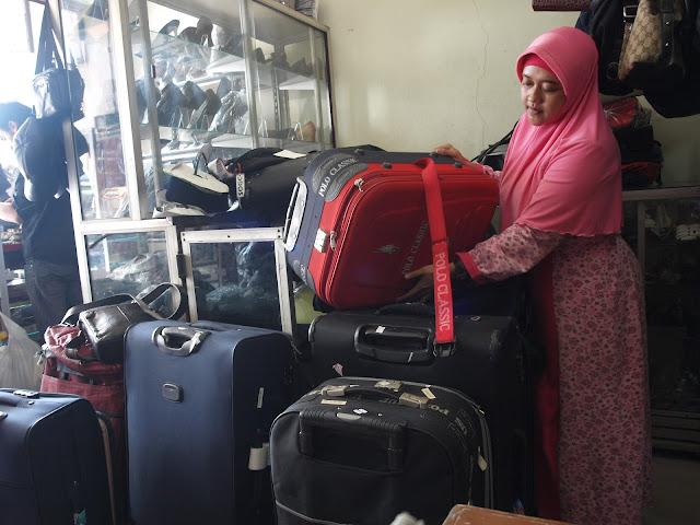 Lebaran Reparasi Tas Diminati HARIAN SEMARANG Semarang Ban