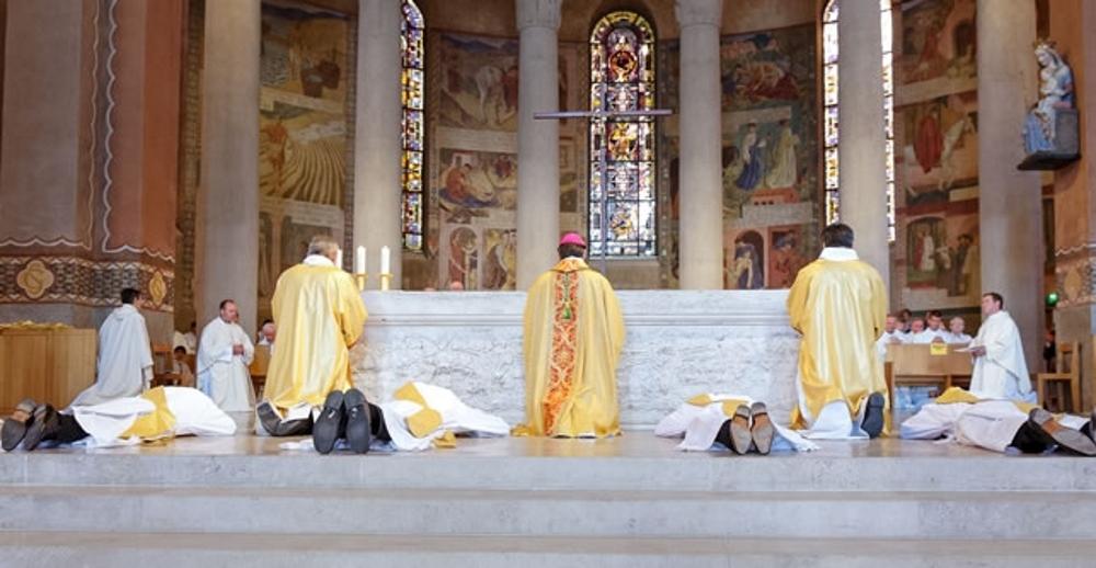 https://www.saintmaximeantony.org/2019/06/edito-23-juin-2019-pourquoi-ordonner.html