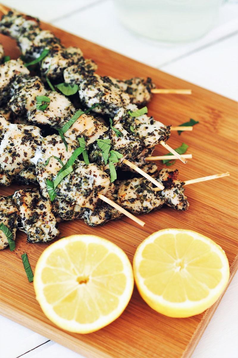 Szaszłyki w stylu greckim + sos tzatziki.