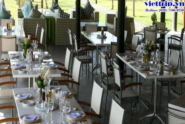 Khuôn viên nhà hàng tại Sanctuary Hồ Tràm resort
