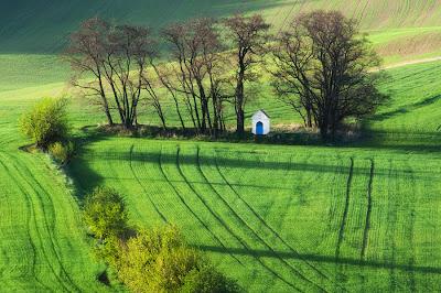 من أجمل الأماكن الطبيعية بالعالم :- منطقة مورافيا التشيكية 0_85361_46c155b6_ori