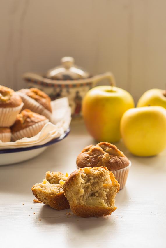 Magdalenas de manzana, nueces y canela con harina Tritordeum | la Rosa dulce