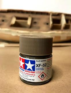 xf-52 flat earth Tamiya utilizzato per la terza fase dell'invecchiamento del ponte della qhsip amati per armonizzare i colori applicati