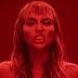 Miley Cyrus só quer liberdade no clipe 'Mother's Daughter'