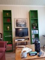 Bilde av bokhyller i stue